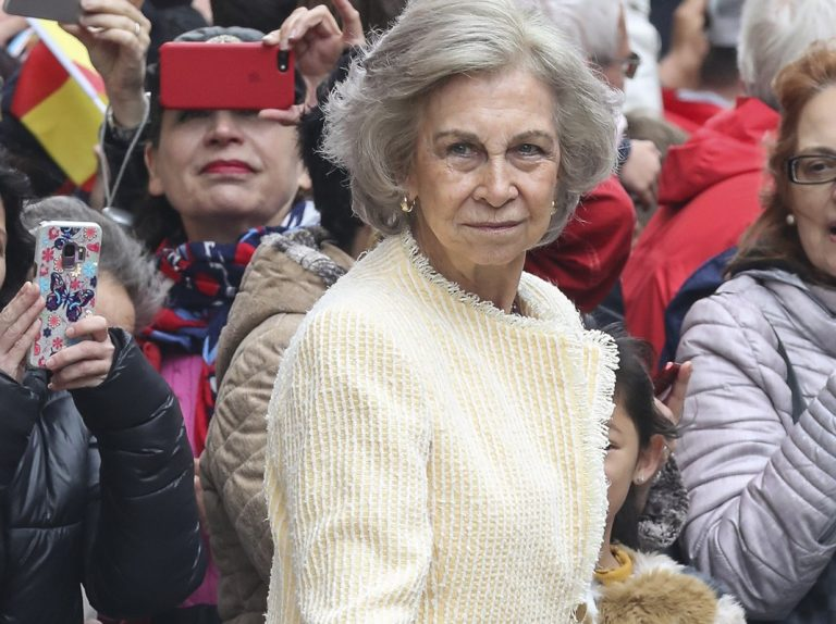 La Reina Sofía planta a su familia griega en una cita muy importante para ellos
