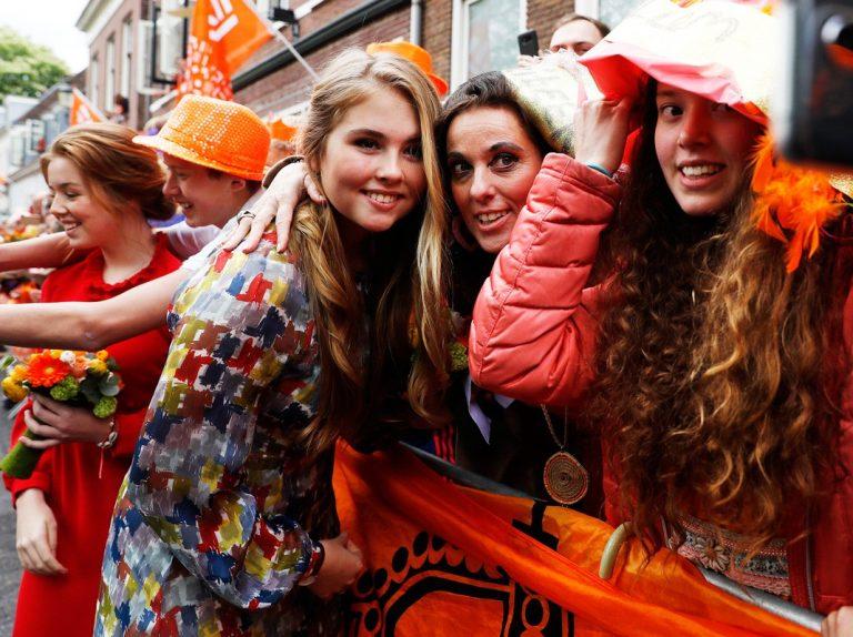 Las hijas de Máxima de Holanda se hacen mayores y le roban el foco