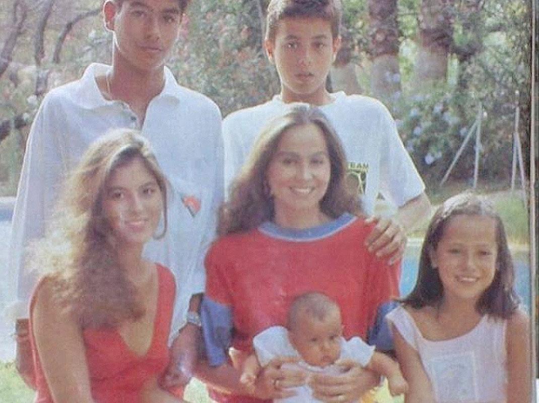 4eef6e4da La diseñadora de moda acaba de echar la vista atrás con una bonita foto  familiar en la que aparecen su madre