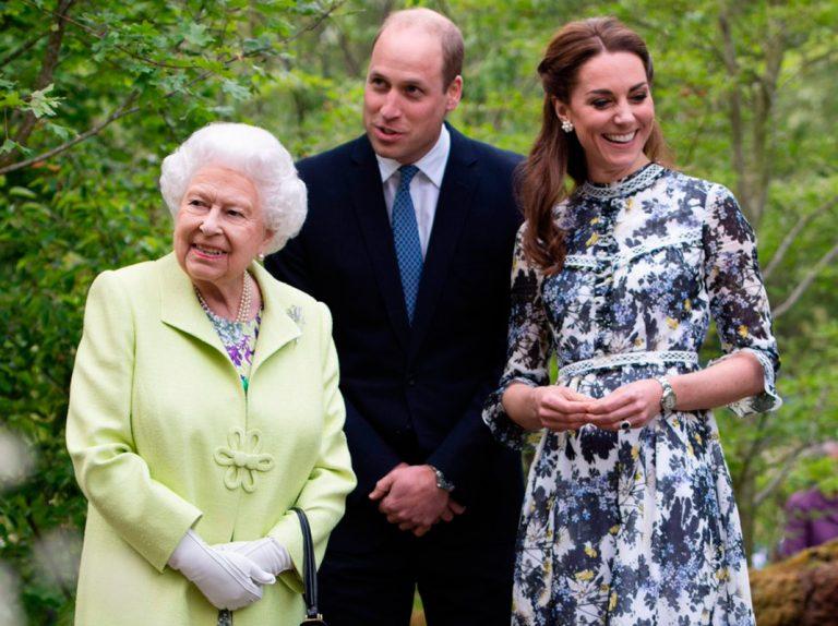 Kate Middleton enseña con orgullo su jardín a la reina Isabel