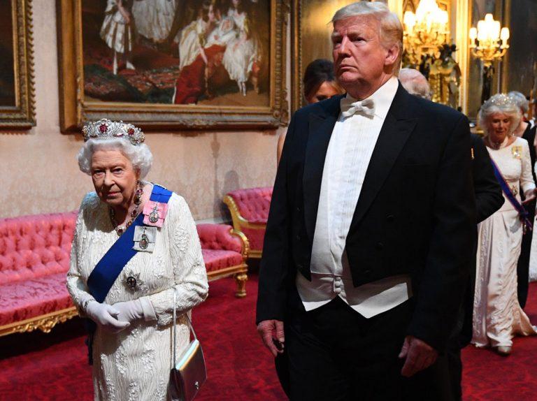 El grave error de protocolo de Donald Trump con la Reina Isabel II: se salta la primera gran norma