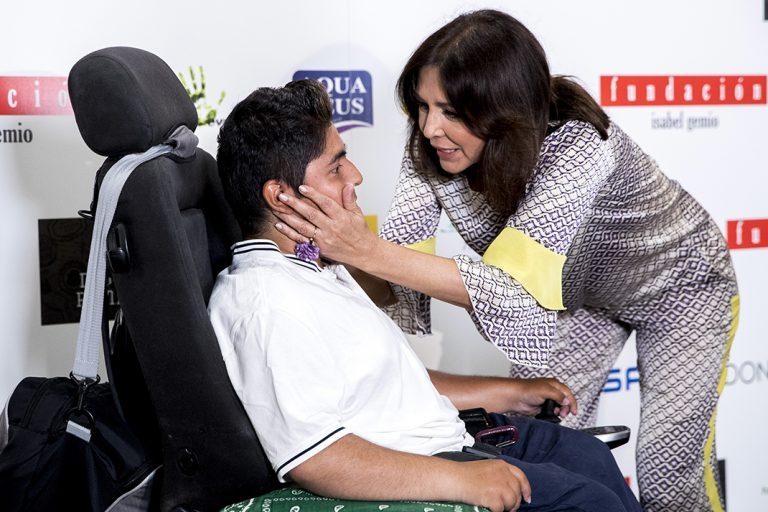 Isabel Gemio rompe a llorar al hablar de su hijo Gustavo