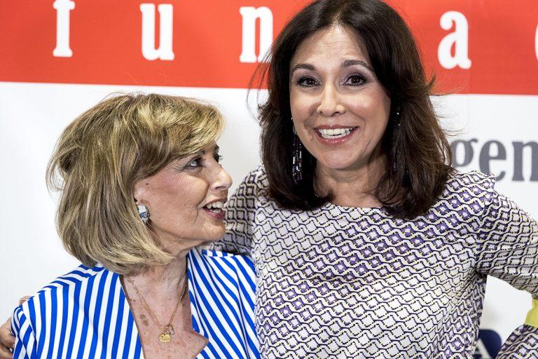 María Teresa Campos apoya a Isabel Gemio en la presentación de su documental
