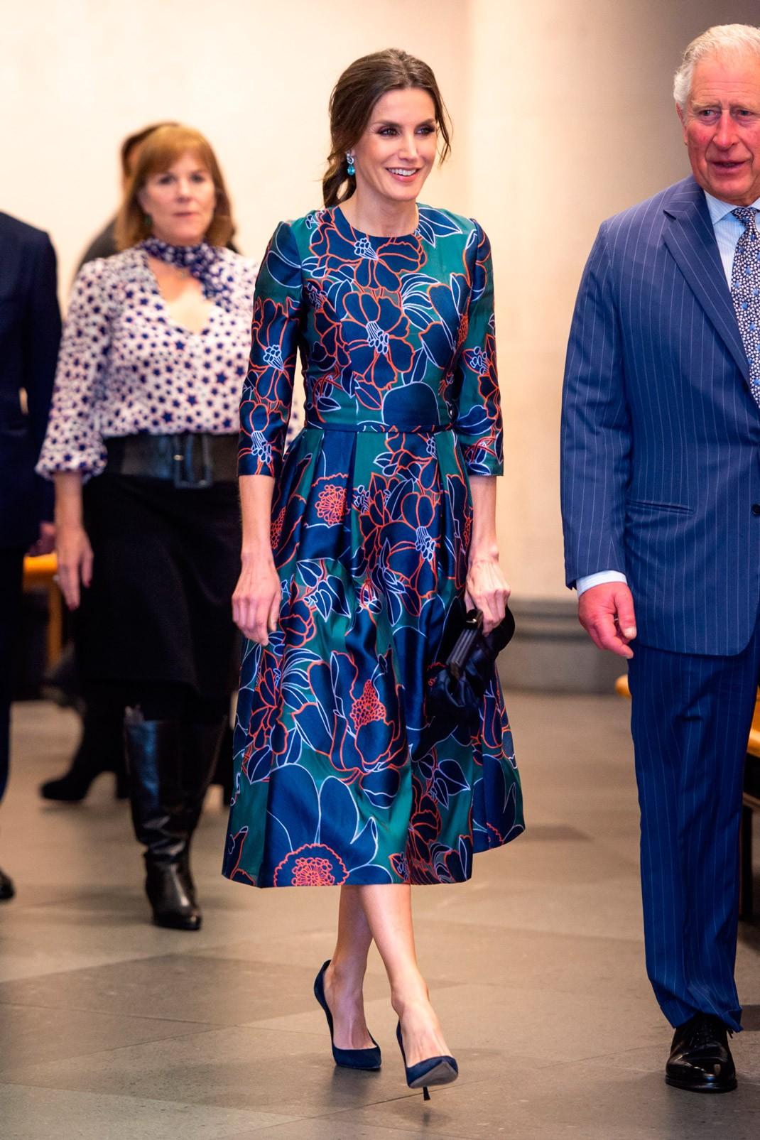 """73aae7b200 La reina Letizia suele recurrir a los diseños de Carolina Herrera. """""""