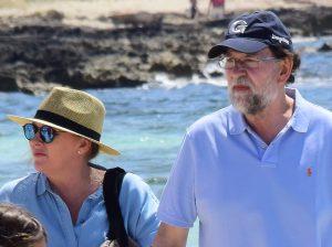Mariano Rajoy y Viri Fernández, como no los habías visto de vacaciones en la playa