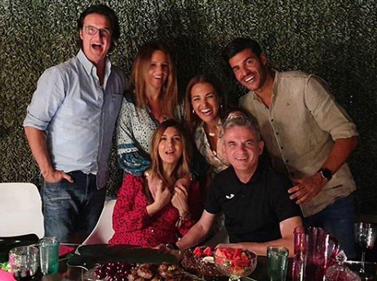 Paula Echevarría y Miguel Torres celebran la noche de San Juan entre amigos