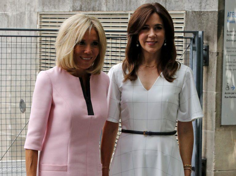 Mary de Dinamarca, tan chic con la Primera Dama Brigitte Macron en París