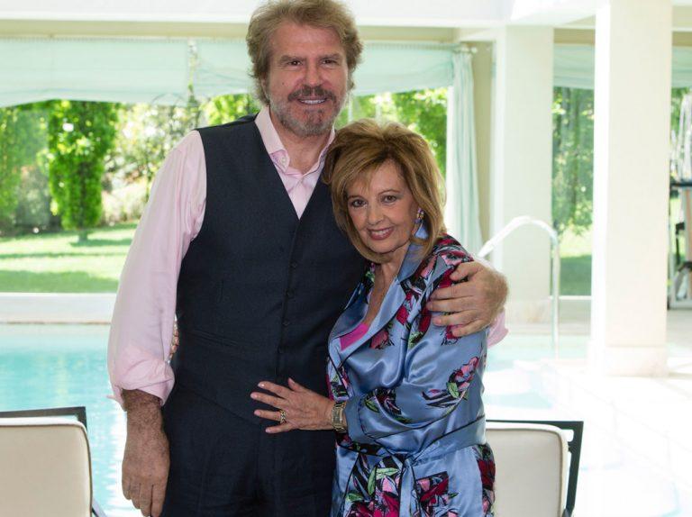 Bigote Arrocet le enseña a Bertín Osborne la casa en la que vivió María Teresa Campos