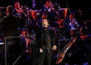 Los famosos disfrutan de la 'gran noche' de Raphael en el festival Starlite