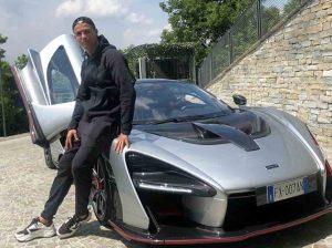 Cristiano Ronaldo presume de coche de más de un millón de euros por las calles de Lisboa