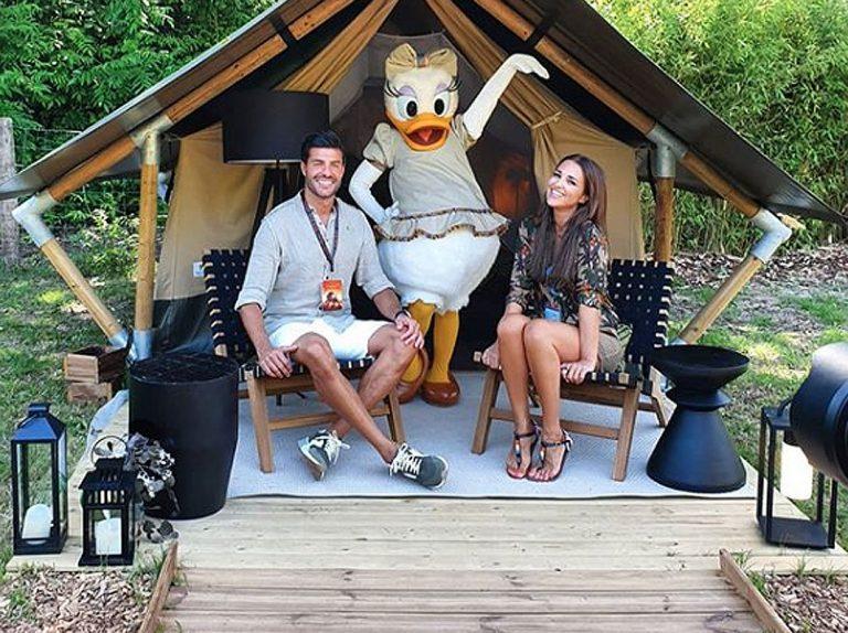 Paula Echevarría y Miguel Torres, vacaciones con Daniella en Disneyland París