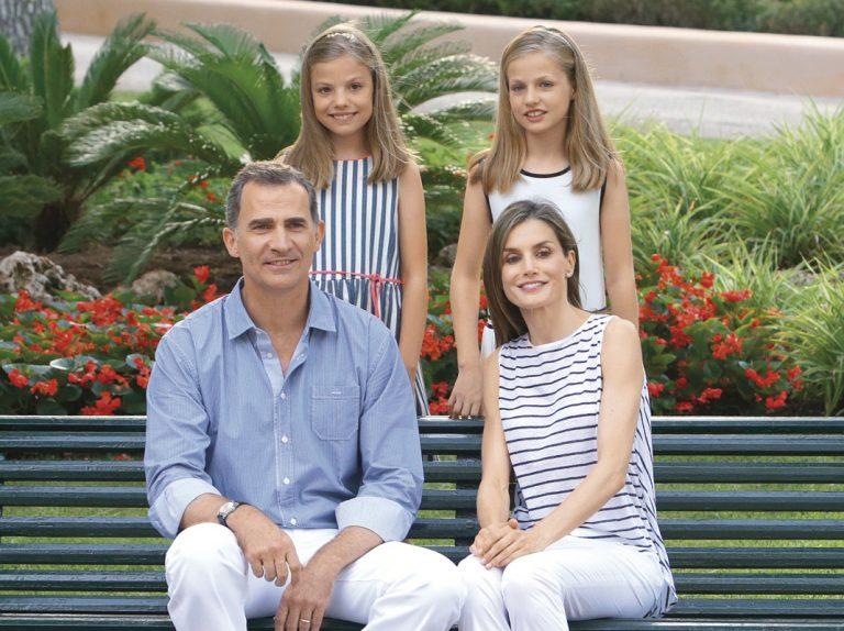 Lo que cuenta de los Reyes y sus hijas el posado de verano en Mallorca