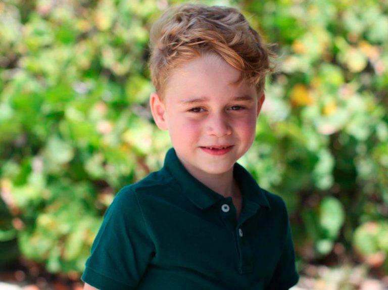 George de Cambridge cumple 6 años en el Caribe posando para su madre
