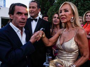 El cariñoso encuentro entre José María Aznar y Carmen Lomana en la gala más vip de Marbella