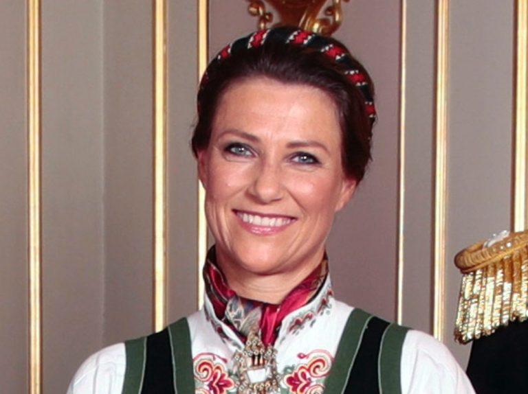 Marta Luisa de Noruega aparece sin su novio chamán en la confirmación de su sobrina Ingrid Alexandra
