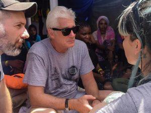 Richard Gere, objeto de críticas tras llegar al «Open Arms» en un yate privado