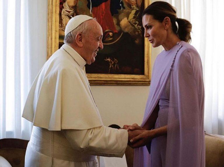 ¿Qué hace Mar Flores con el Papa Francisco?