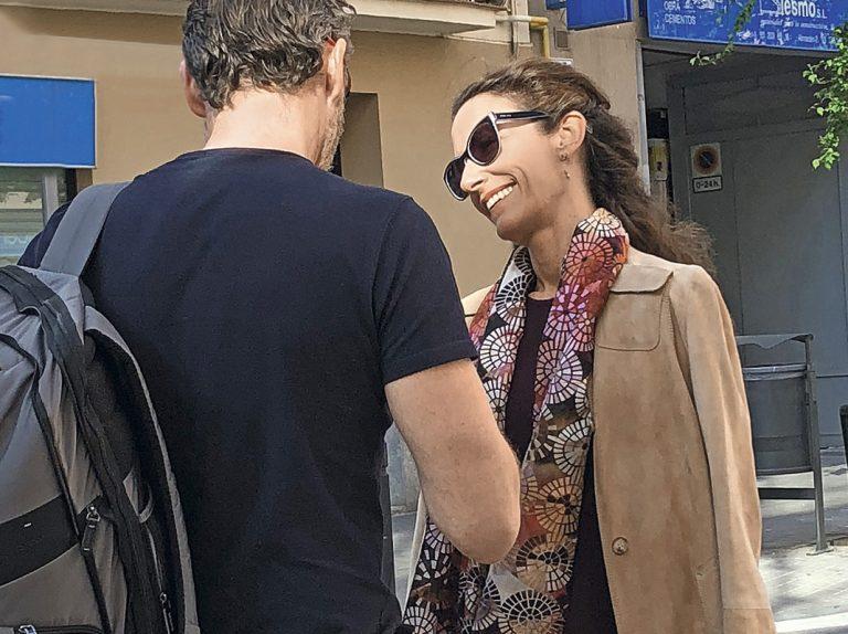 Telma Ortiz se come a besos a su nueva conquista con un bolso de 2.500 euros