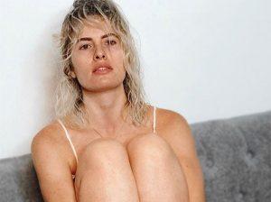 Fotos del día: Adriana Abenia se muestra «sin trampa ni cartón»