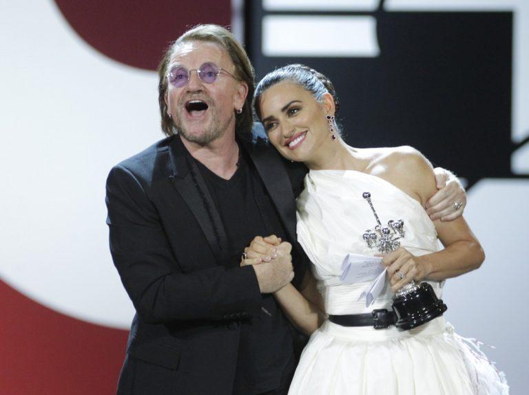 Penélope Cruz le dedica el premio Donostia a sus «dos sueños»