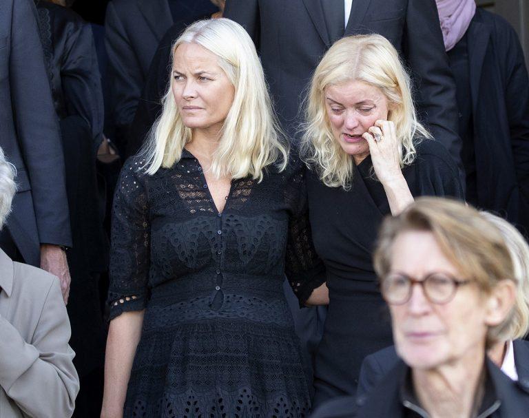 Mette Marit llora la muerte de una amiga y conocida cantante de rock