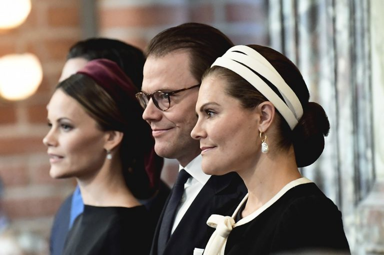 El desafortunado percance de Victoria de Suecia en un acto público