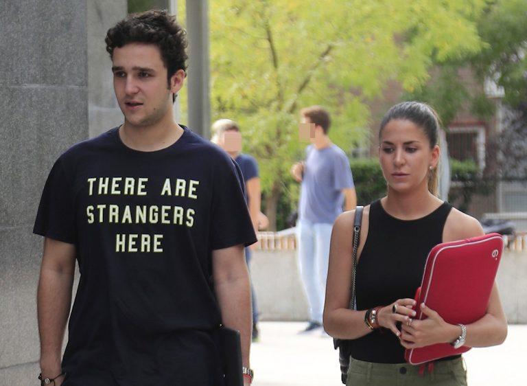 Froilán y su novia, Mar Torres, juntos en su primer día de clases en la universidad