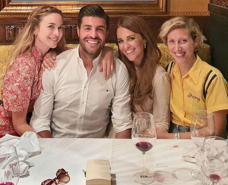 Fotos del día: Miguel Torres se une al clan 'Velvet'