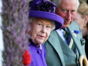 El príncipe Carlos estudia expulsar a 13 de sus miembros de la Familia Real británica