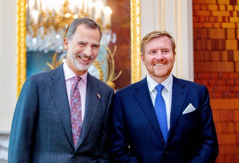 Felipe VI y Guillermo de Holanda, emotivo reencuentro de dos reyes 'hipster'