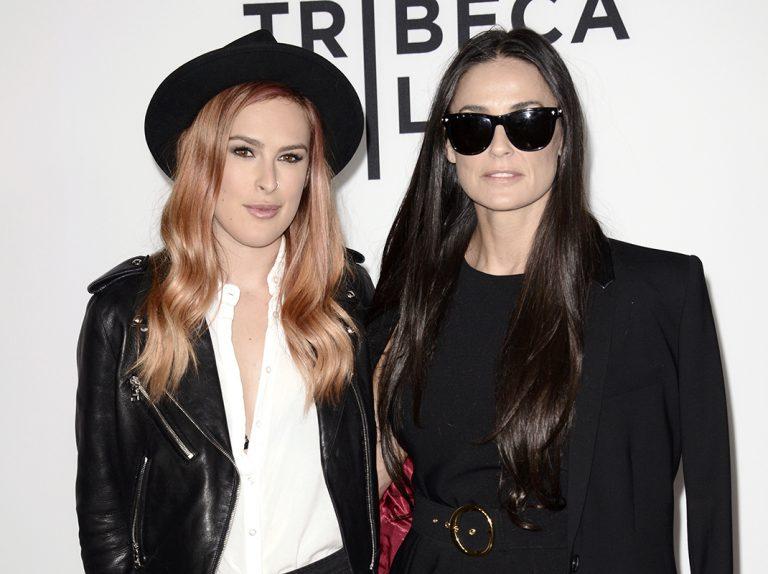 """Las hijas de Demi Morre hablan del alcoholismo de su madre: """"Era terrorífico"""""""