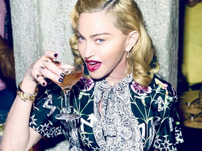 Madonna se bebe su propia orina y explica por qué lo hace