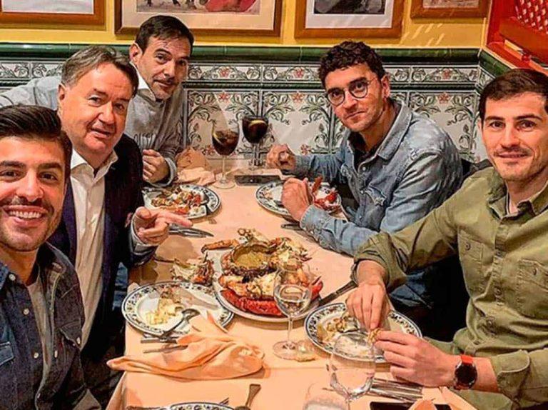 ¿Qué hacen Iker Casillas y Miguel Torres cenando juntos?