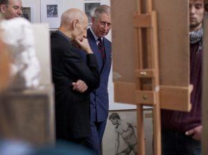 El príncipe Carlos de Inglaterra, envuelto en una trama de falsificación de obras de arte