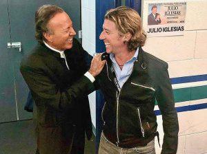 Fotos del día: Colate, fan número uno de Julio Iglesias en su último concierto