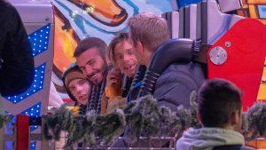 David Beckham 'se desmelena' en un plan navideño sin Victoria