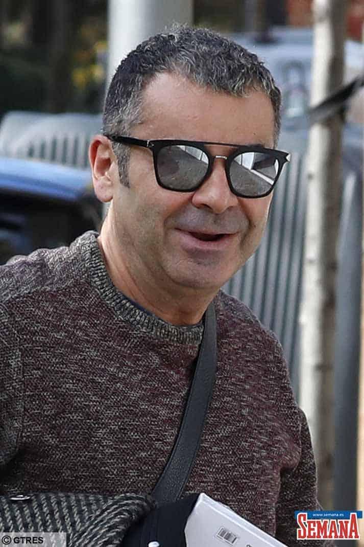 JORGE JAVIER VAZQUEZ ACUDE A UN CENTRO ESTETICO, HORAS ANTES DE SU INTERVENCION
