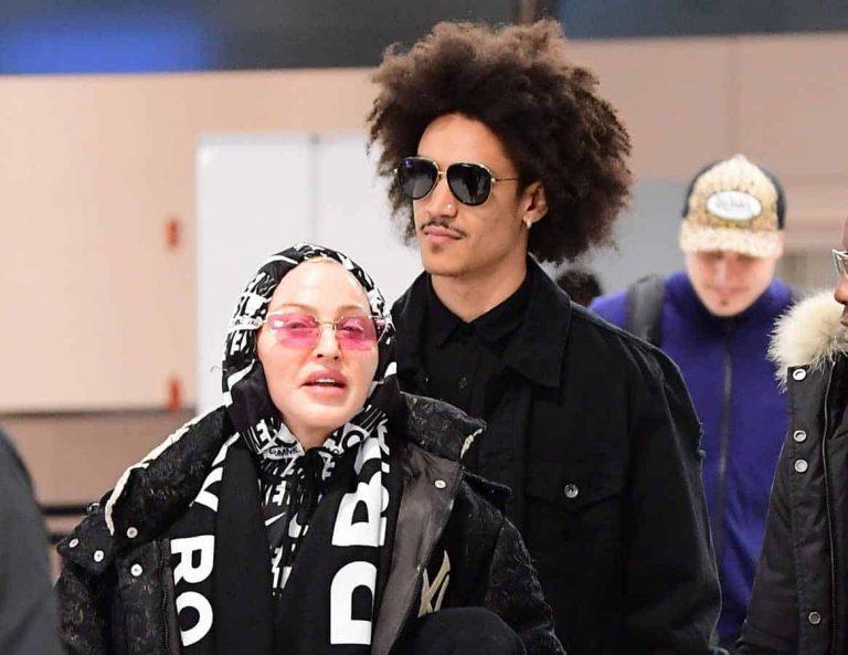 Madonna y su novio (35 años más joven) llegan a Londres para despedir el año