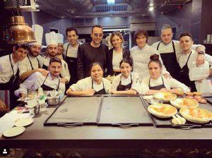 Fotos del día: Risto Mejide celebra su cumpleaños en el restaurante de Jordi Cruz
