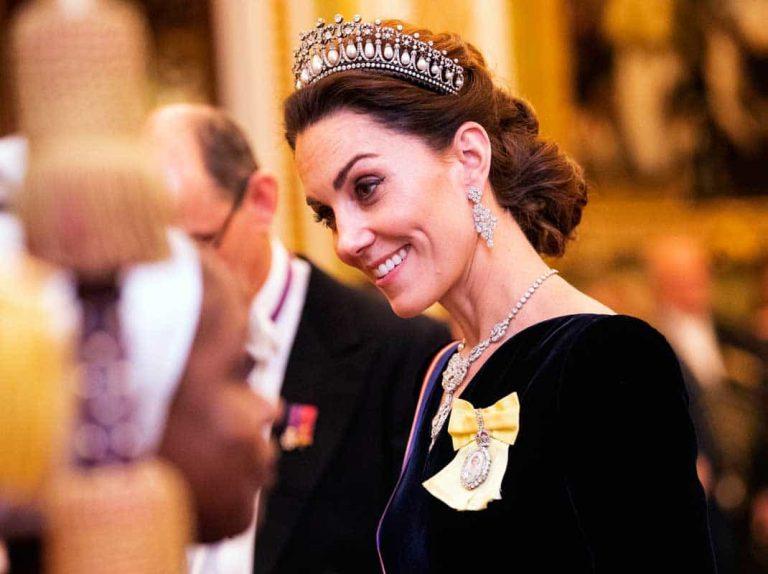 Kate Middleton se bate en un duelo de diamantes con la realeza británica