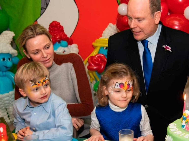 Charlène y Alberto de Mónaco, unidos en la fiesta pitufa de sus hijos
