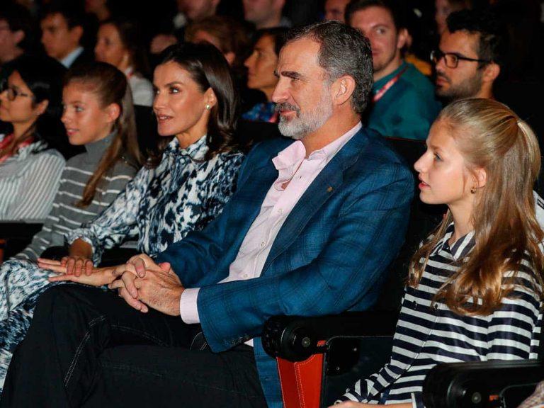 Los Reyes Felipe y Letizia junto a sus hijas, Leonor y Sofía, disfrutan de una tarde de cine en familia