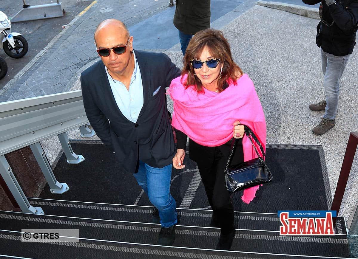 Ana Rosa Quintana celebrates her birthday with her husband Juan Muñoz and her dog. Madrid January 12, 2020