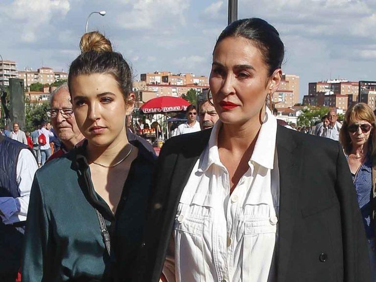 Alba Díaz traiciona a su madre, Vicky Martín Berrocal, posando para otra firma