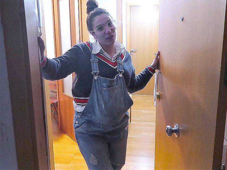 Alma Cortés Bollo abre las puertas de su casa y enseña la habitación de su hija