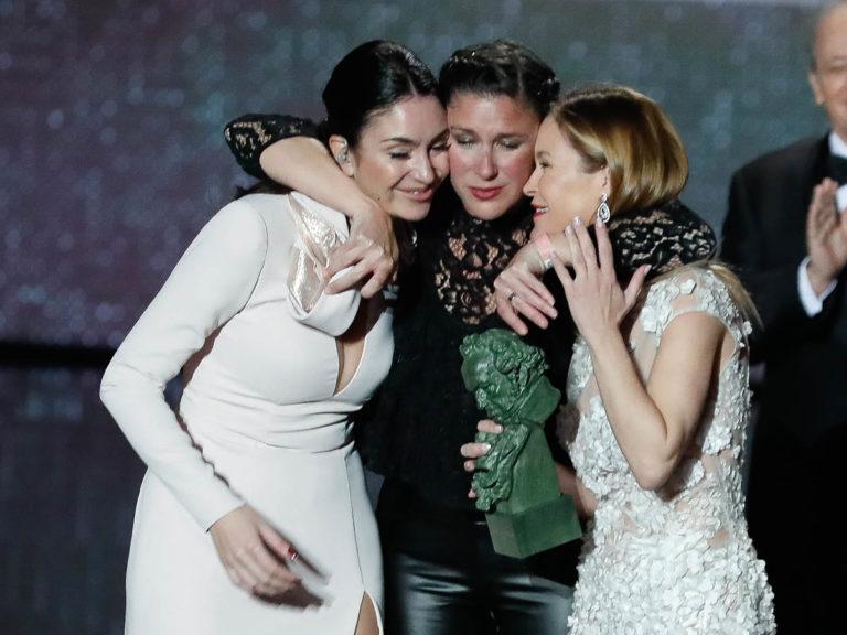 Lágrimas y emoción, las tres hijas de Pepa Flores recogen su Goya de Honor