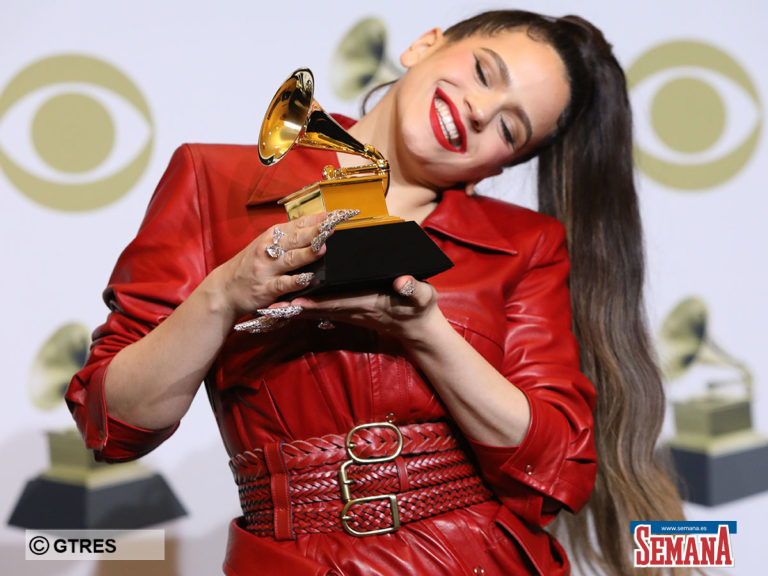 Rosalía hace historia en Los Grammy