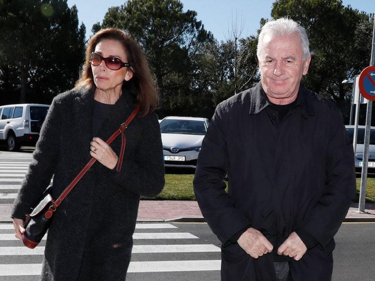 Amigos y familiares dan el último adiós al director José Luis Cuerda