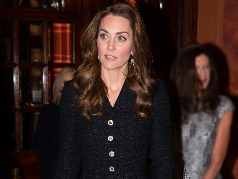 Kate Middleton se viste 'de luto' mientras reciben a Harry de Inglaterra
