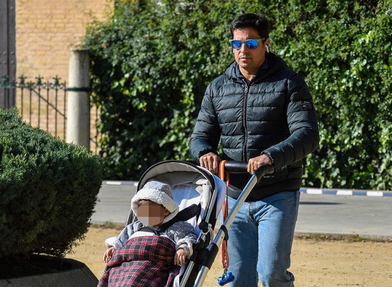 El hijo de Francisco Rivera y Lourdes Montes, Curro, da sus primeros pasos